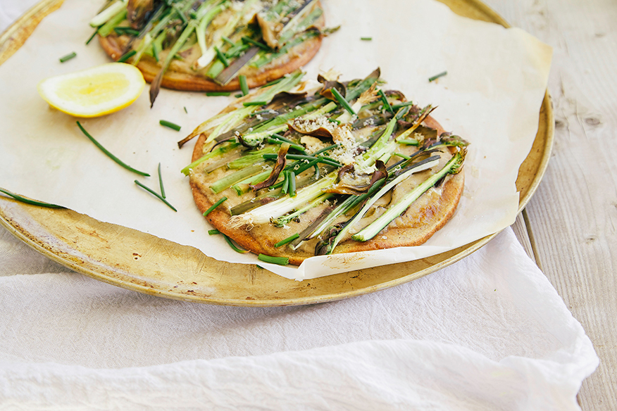 GF + vegan spring veg pizza with caramelized onion cream // the first mess