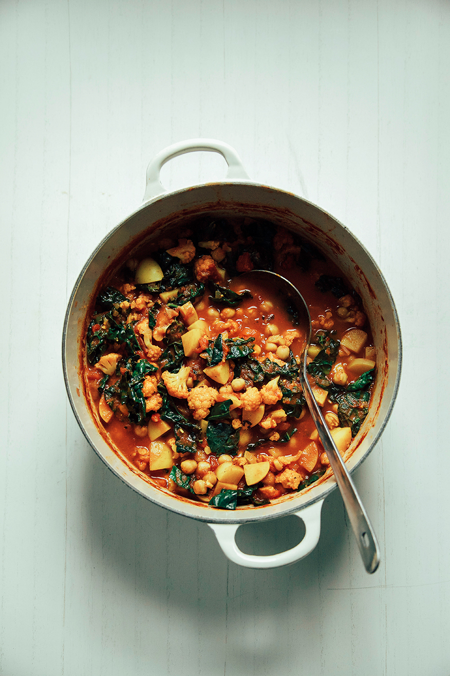 cauliflower, kale + chickpea curry pot // @thefirstmess