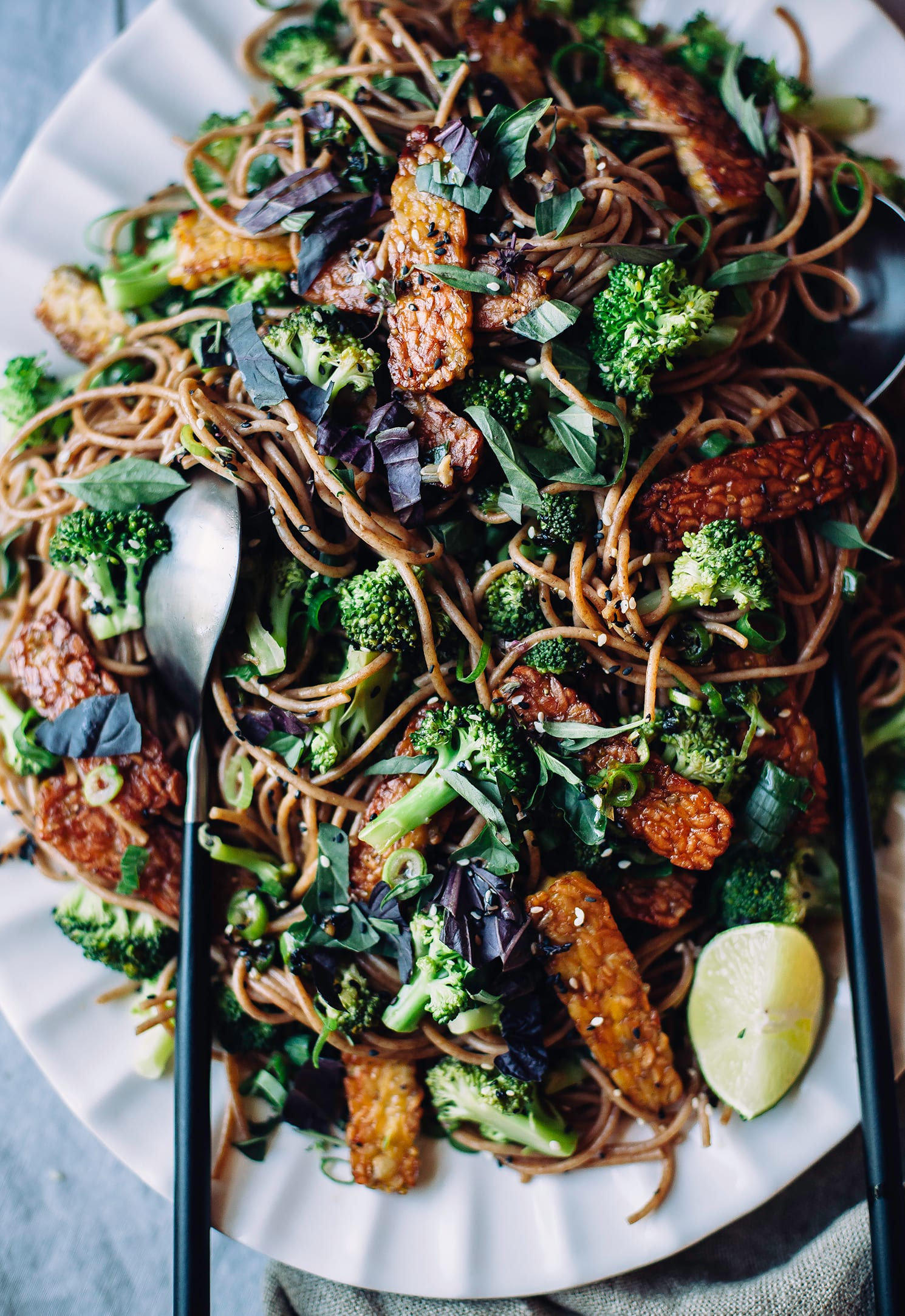 garlic sesame noodles with broccoli, basil & crispy tempeh (#vegan, quick and healthy) - The First Mess