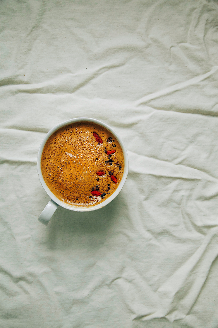 raw chocolate + goji berry superfood latte // www.thefirstmess.com