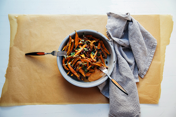 curry garlic sweet potato fries w/ miso gravy // via @thefirstmess