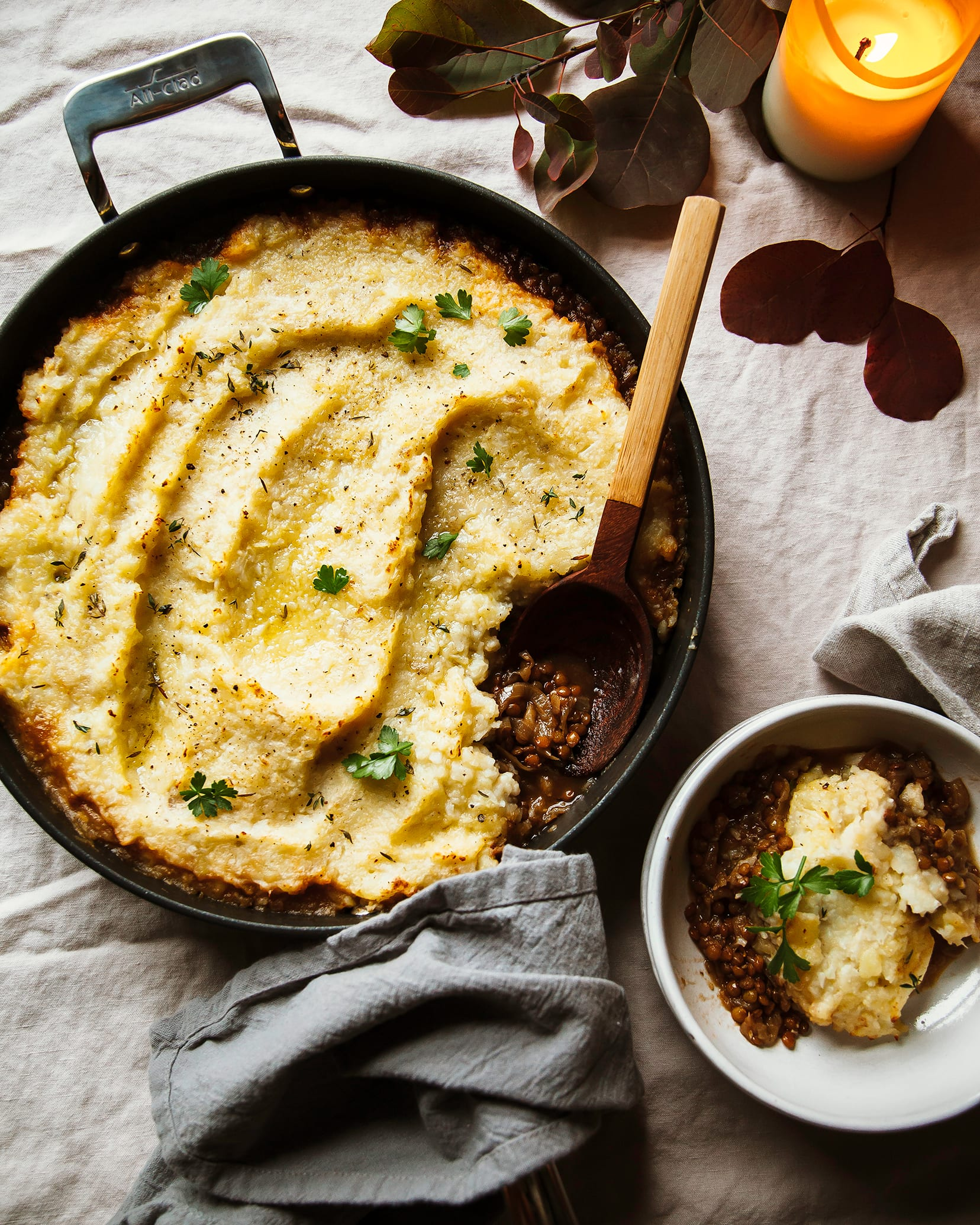 Overhead shot of a French onion shepherd's pie in a skillet.
